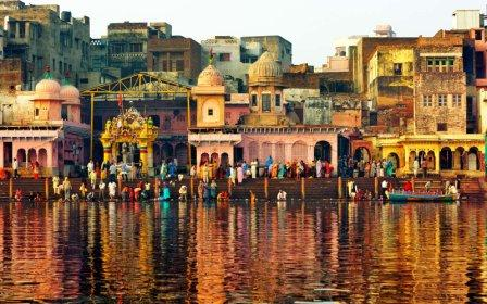 Morning view of Vishram Ghat, where it believed that Lord Krishna rested after killing Kansa.